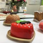 【再婚勝応援ブログvol.503】イチゴの形のケーキは何味!?